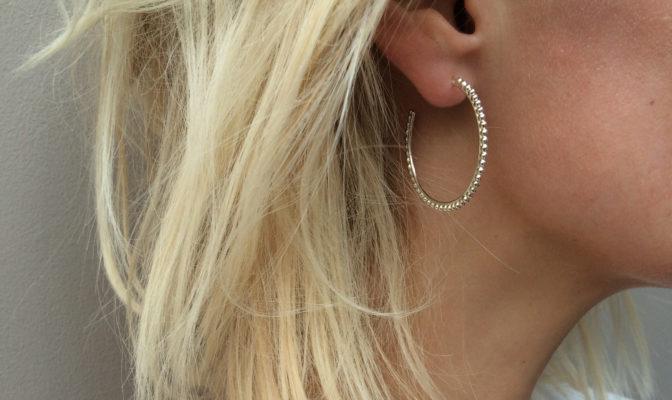 creoles ligne de perles argent portee